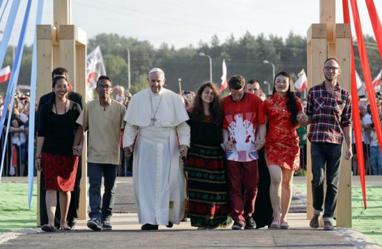Share International September 2016 images, Pope Francis in Poland with youth