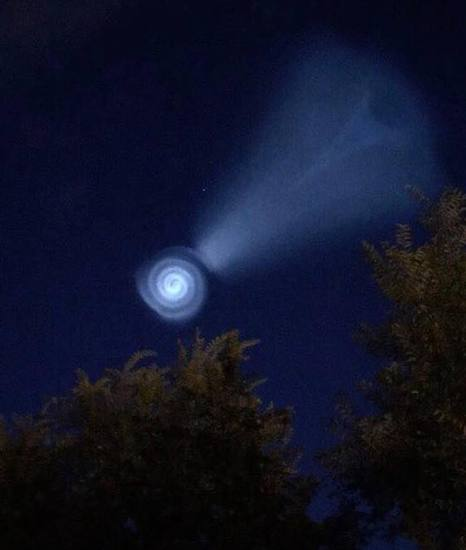 Share International November 2017 images, Korat, Thailand A 'spiral' light was photographed over Korat on 28 September 2017. It was a similar sighting to other 'spiral UFOs' confirmed in the past by Benjamin Creme's Master to be spacecraft from Mars. For example, on 13 August 2010 over northern parts of Norway, and on 7 June 2012 seen over many Middle Eastern countries.