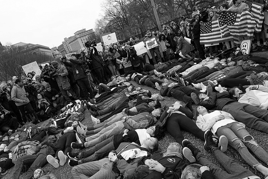 Share International April 2018 images,Student lie-in at the White House to protest